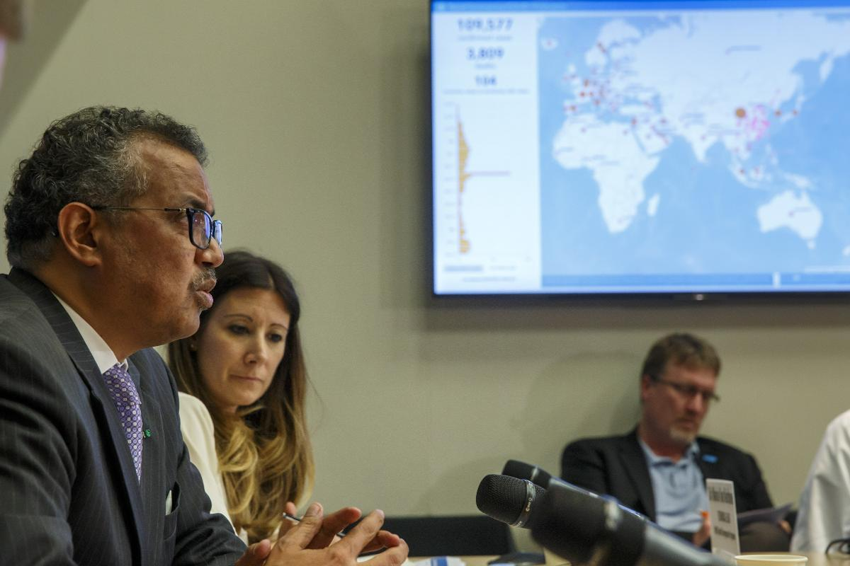 Tedros Adhanom Ghebreyesus (L), Director General of the World Health Organization (WHO), sits next to Maria van Kerkhove (2-L) Technical Lead of WHO's Health Emergencies programme, during a new press conference on the coronavirus disease COVID-19, in Geneva, Switzerland, 09 March 2020. On 14 April, US President Trump announced that he has instructed his administration to halt funding to the WHO. Kuva: epa08363672