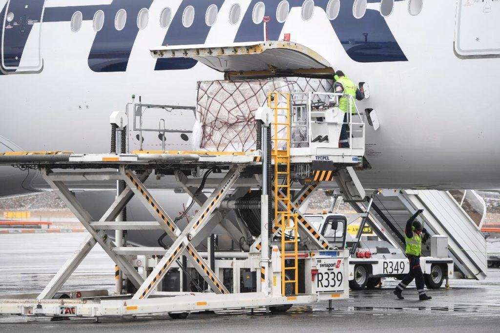 A plane of Finnair carrying special medical face masks and other medical equipments from China is unloaded at Helsinki-Vantaa airport, Vantaa, Finland, 15 April 2020. Kuva: epa08363964