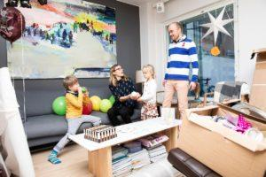 The young family of Saku Oikarinen and Heini Ynnilä with children Eliel Ynnilä and Linnea Ynnilä celebrated vappu at home in Jätkäsaari district of Helsinki. The parents said they had scaled back some of their consuming connected to their moving house, due to the corona virus pandemic. Kuva: Arttu Laitala