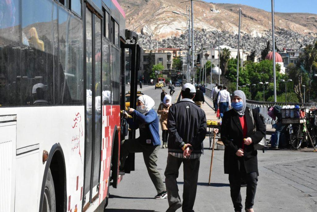 Save the Children organisation says the government must speed up the repatriation of Finnish children from the al-Hol refugee camp in northern Syria, due to the coronavirus risk. People board a mini bus at a bus station in Damascus, Syria, 10 May. Kuva: epa08412963