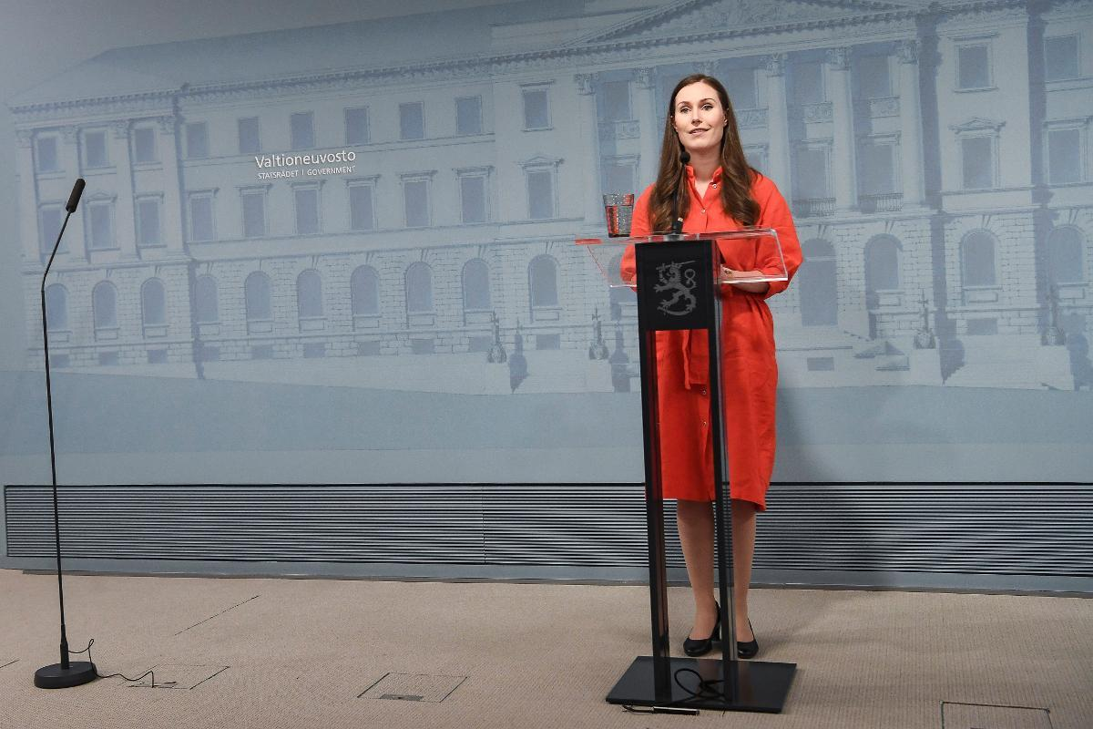 Prime Minister Sanna Marin says there is no policy of 'herd immunity' in Finland, but rather the goal is to stop the virus. Kuva: epa08378057
