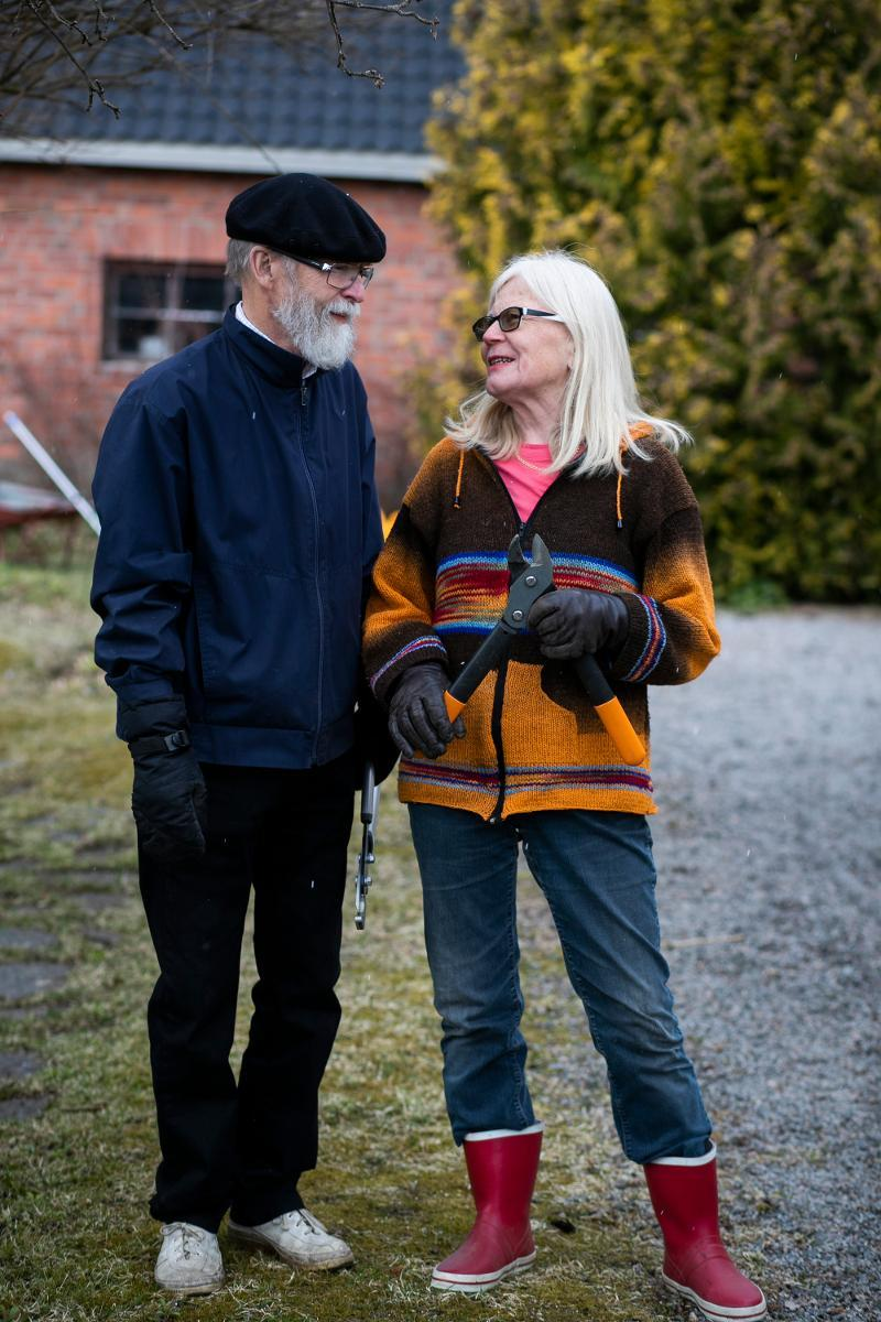 Finland's estimated 800,000 people aged over 70 now have new corona rules. There should be social distancing but not complete isolation. Pekka and Riitta Kurkijärvi have spent their coronavirus quarantine working in their garden in Kangasala, Tampere Region. Kuva: Jukka Ritola